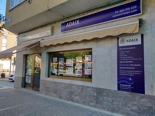 Apertura de la agencia inmobiliaria y de seguros generales Adaix Arévalo, Ávila